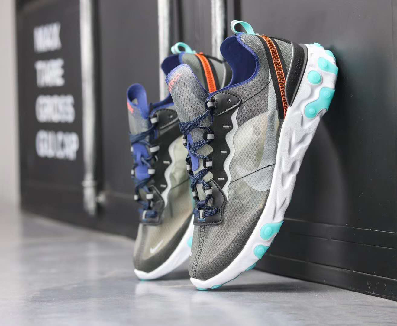 React Element 87 - Gray/Turquoise